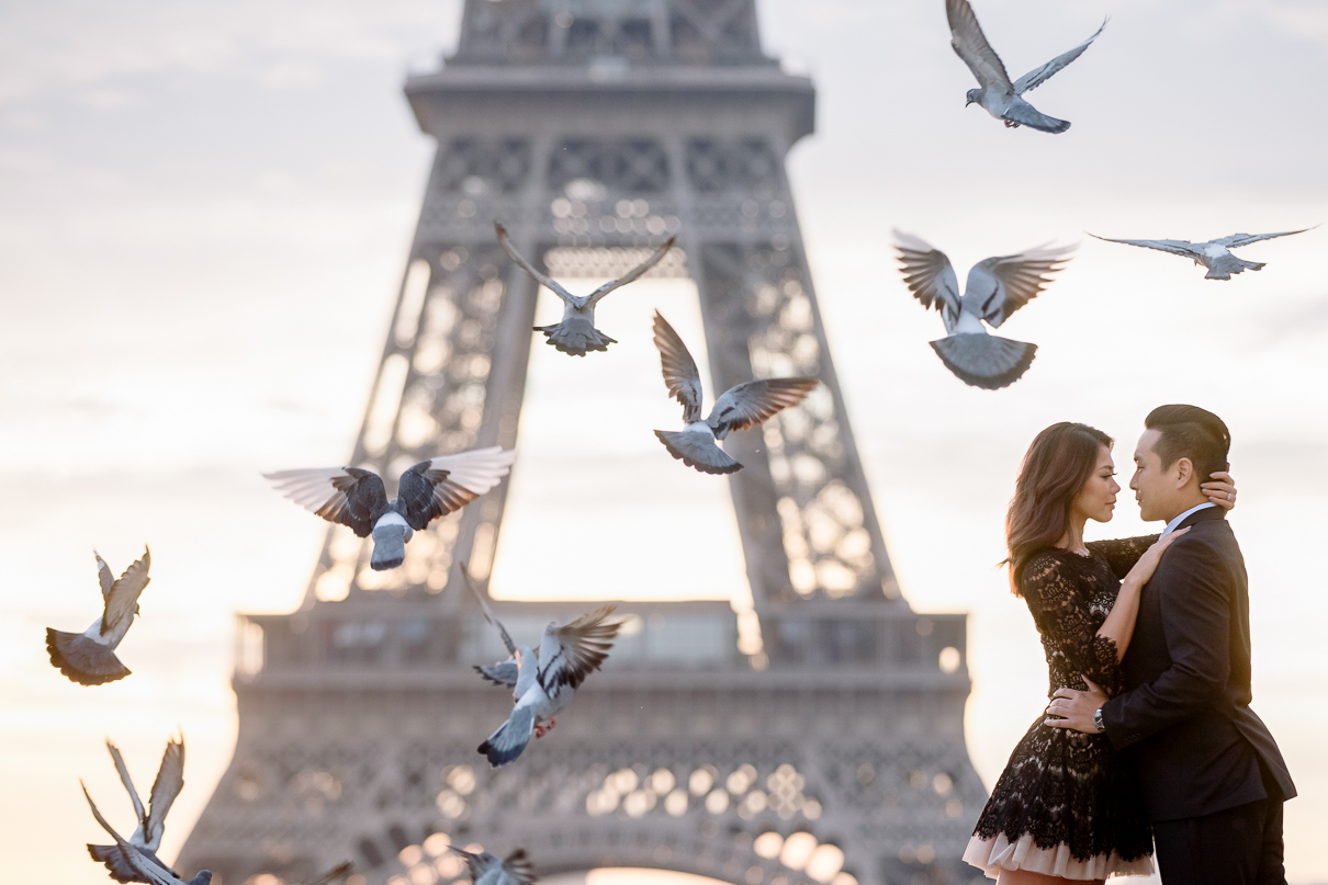 Eiffel Tower sunrise engagement photos in Paris pidgeons