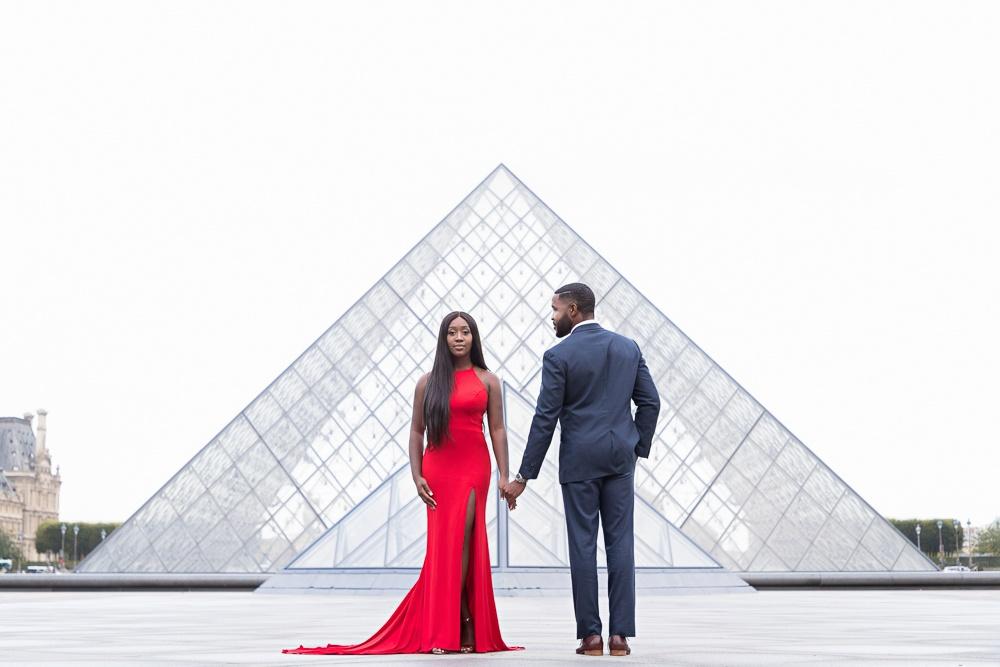 Paris engagement photos at the Louvre Museum-2