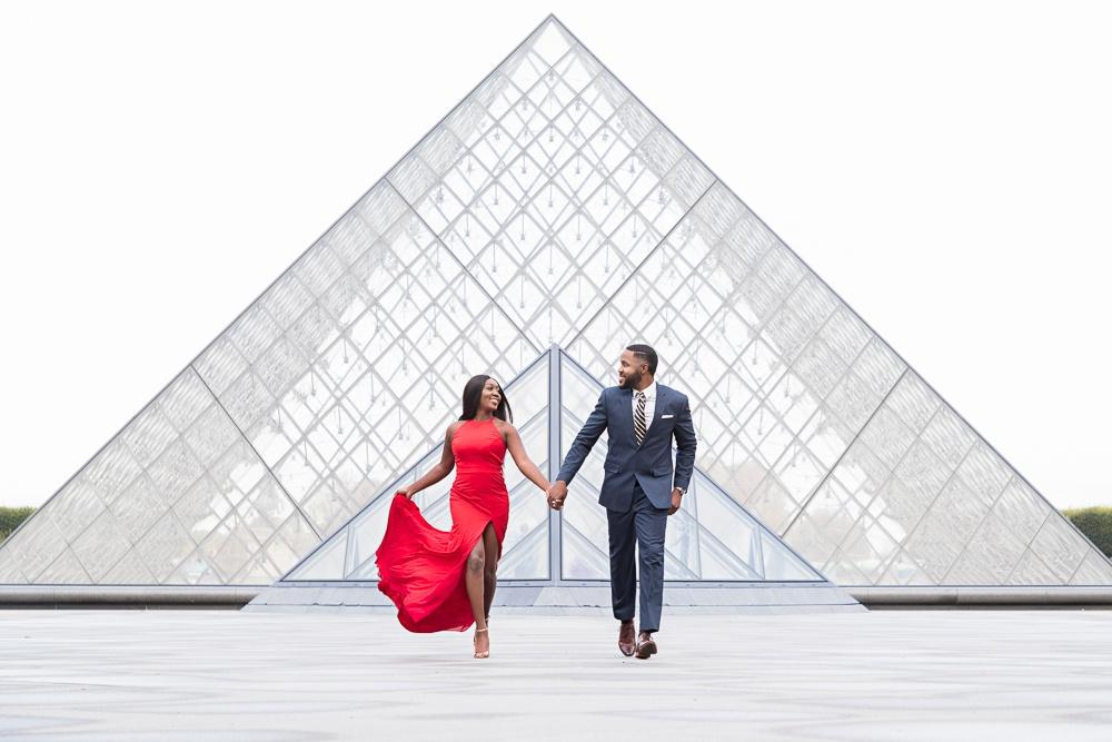 Paris engagement photos at the Louvre Museum-3