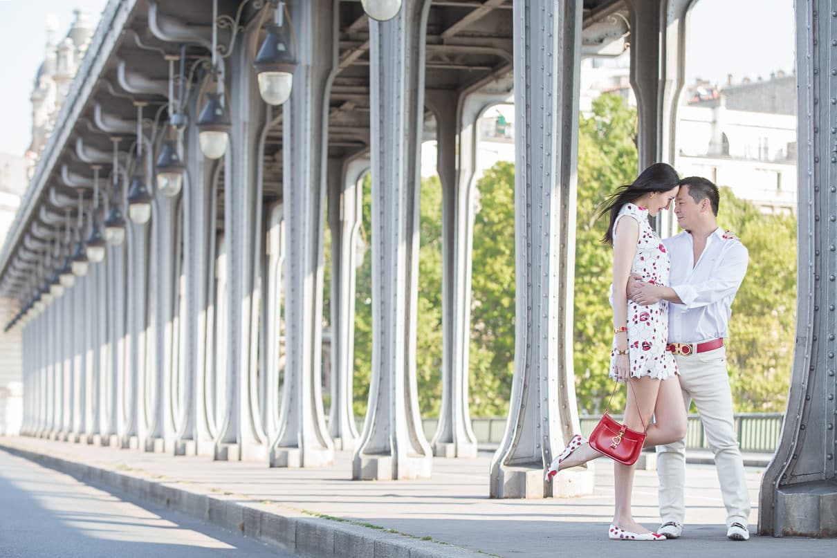 Paris photographer Paris engagement photos at the Bir-Hakeim Bridge