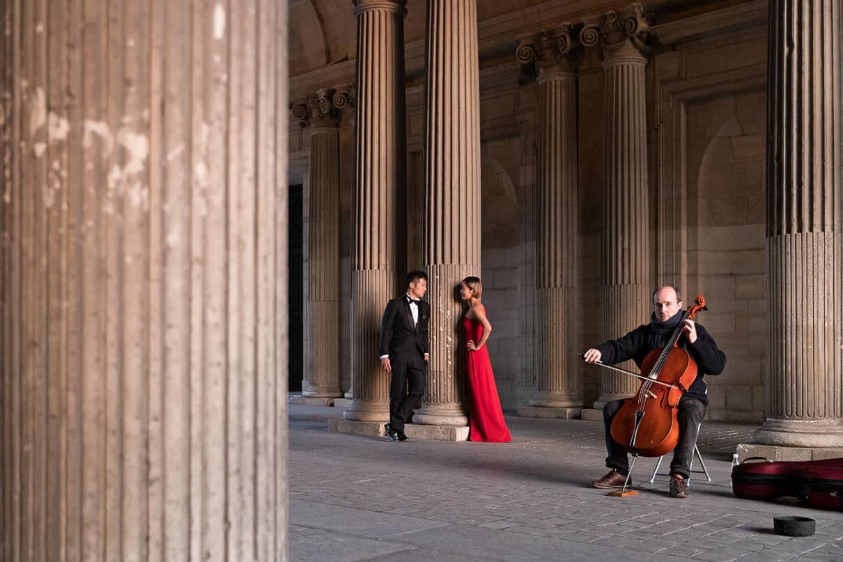 Paris photographer paris engagement photos Louvre Museum musician