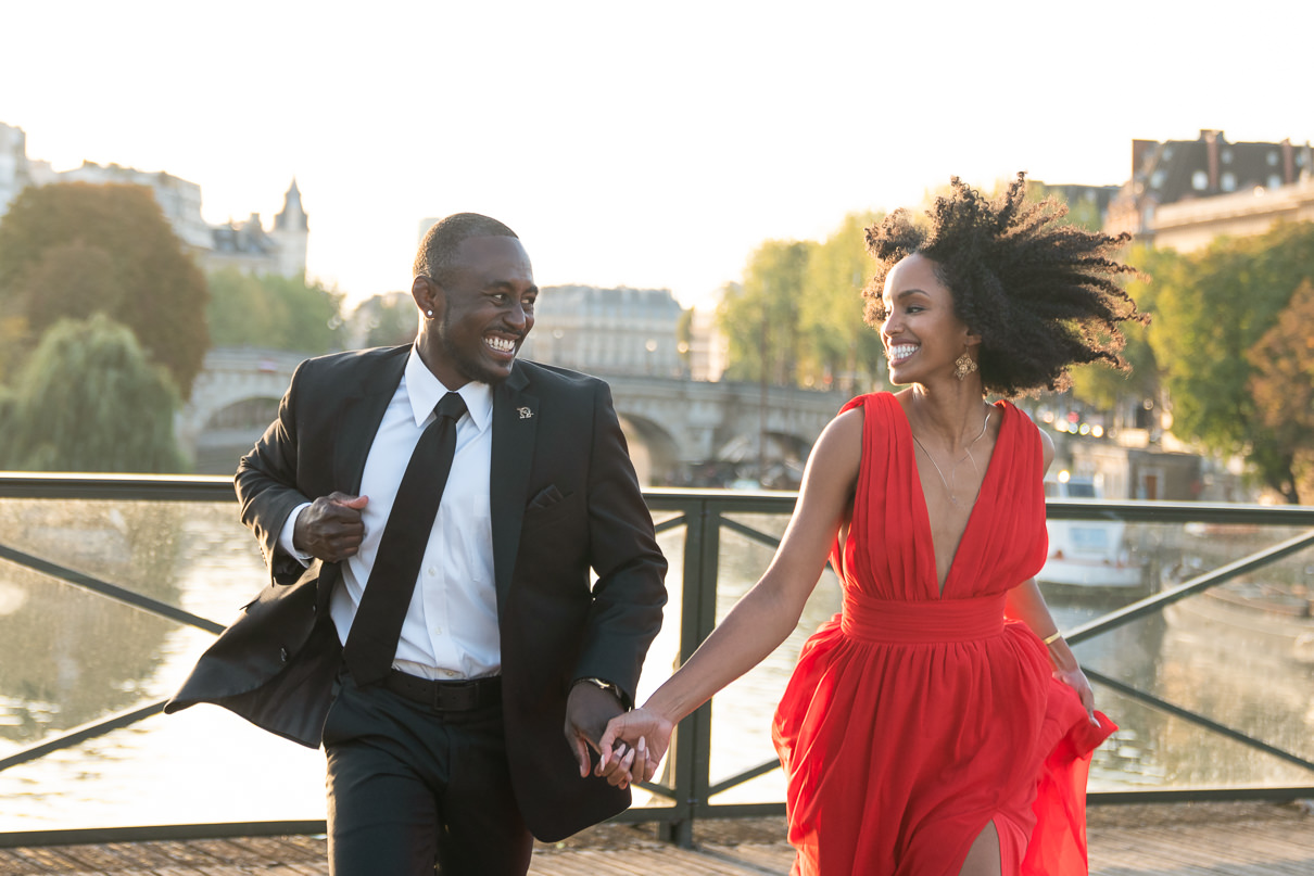 Parisian photographer for your Paris engagement photos