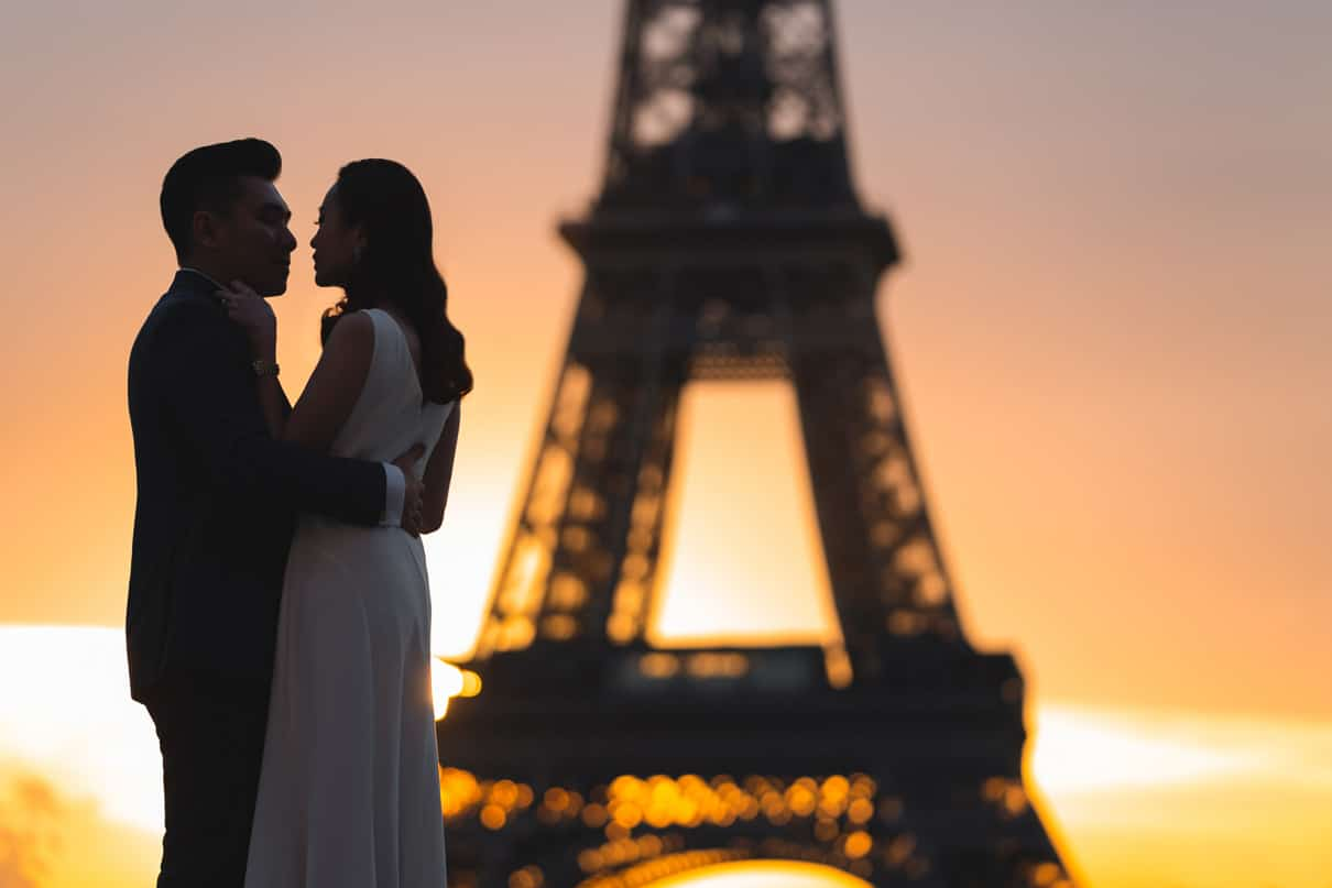Paris proposal: the most incredible Eiffel Tower proposal at sunrise at Trocadero